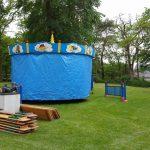 Aufbau Zelt und Kinderkarussell
